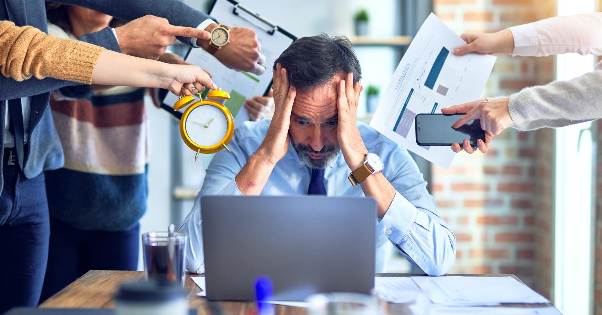 Lee más sobre el artículo Ser autónomo significa mayor estrés, continuar trabajando aun enfermo, menos tiempo para descansar, etc.