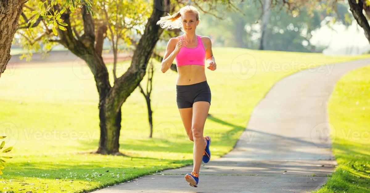 la mejor franja horaria para realizar deporte y así perder peso son las mañanas.